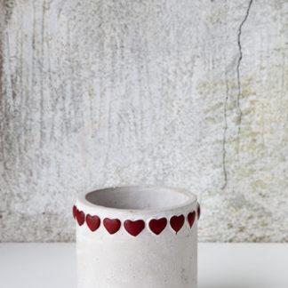 Cementkruka med hjärtan
